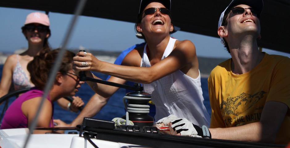 Groupe jeunes sur un voilier